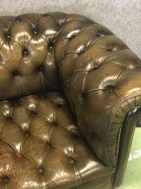 Canapé chesterfield en cuir vert années 50