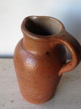 Ancien pichet en terre cuite