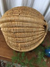 Panier en osier à forme originale .