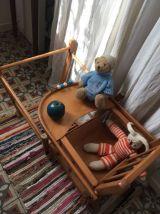 Chaise en bois haute  transformable pour enfant .
