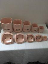 Série de cinq pots roses de St Amand .