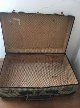 Petite valise verte des années 50 .