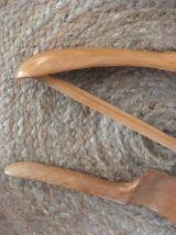 Trois cintres anciens en bois .