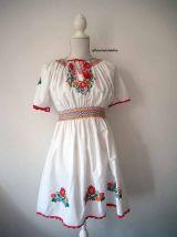 Robe hongroise fleurs brodées macramé vintage 70's