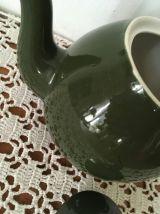 Théière verte style bistrot.