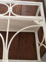 Etagère rotin des années 70 peinte en blanc.