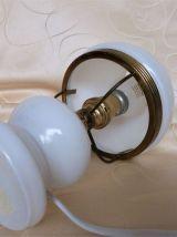 Lampe de chevet  en opaline / Lampe opaline ancienne.