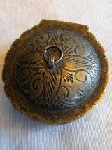 Petite boite à bijoux à priser artisanal argenté