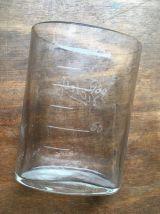 Ancien verre gradué de curiste VICHY .
