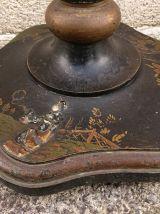 Lampadaire période Victorienne en bois laqué à décor chinois