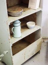 Ancien meuble d'atelier