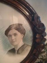 Cadre ovale bois fleurs - Portrait 3 générations de femmes