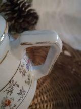 Théière ou cafetière décor fleurs en porcelaine à feux