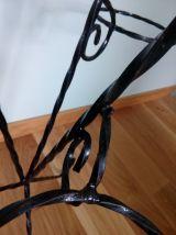 Porte plantes tripode en fer forgé torsadé noir