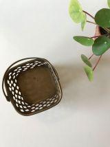 Joli cave pot en laiton ajouré façon écaille de poisson