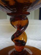 Vase vintage sur piedouche en verre couleur ambre