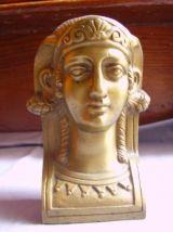 Petite sculpture en bronze visage de femme
