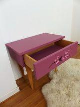 Petit meuble rose à tiroir