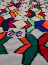 Kilim blanc multicolore fait à la main