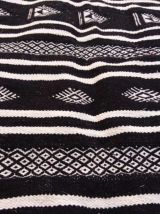 Tapis kilim berbère noir fait à la main en laine