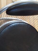 Fauteuil acier et cuir, type copacabana, numeroté