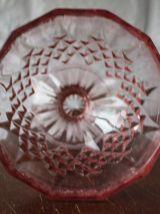 BONBONNIERE en verre pressé rose sur pied