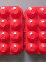 Boîte pour 12 œufs en plastique rouge  Vintage années 70