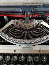 Vends machine à écrire années 70,  parfait état, fonctionne