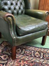 Fauteuil Chesterfield en cuir vert - années 70