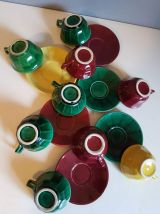 9 tasses et sous tasses vintage en faïence