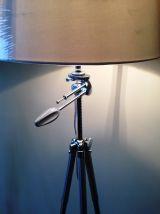 grand lampadaire créé s/anc. trépied photo  chromé