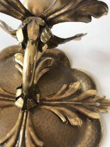 Applique murale fleur en laiton doré martelé