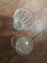 Deux pots anciens en verre moulé pressé cannelé.
