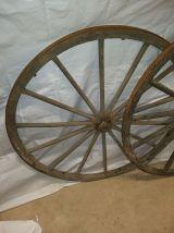 2 anciennes roues de caléche