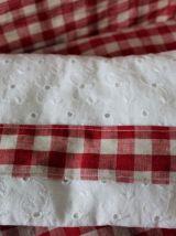 Berceau de poupée Dejou restauré , habillage vichy rouge