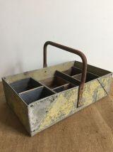 Panier en zinc de jardin avec petits casiers en bois