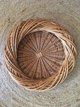 Corbeille ronde originale ou plateau en osier tressé.