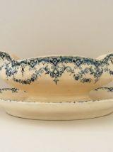 Ancienne saucière en céramique finement décoré. Art déco