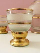 Magnifique service à liqueurs en verre granité blanc