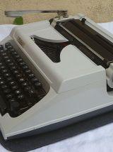 machine à écrire Erika 150 , vintage