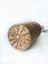 Bouteille décorative antique avec osier