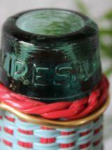 Bouteille en verre décorée scoubidou  vintage 60's