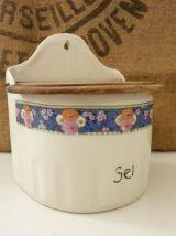 Jolie boîte à sel en céramique et couvercle en bois