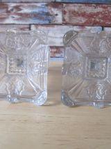 2 bougoirs en verre en relief anciens