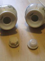 1 salière et 1 poivrière en porcelaine années 70