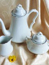Service à café en porcelaine de 27 pièces des années 1970.