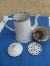 cafetiere  ancienne  en  acier  émaillé