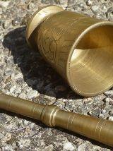 mortier et  pilon  en laiton