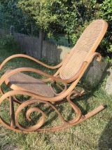 Rocking-chair vintage, bois, cannage en rotin