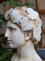 buste de jeune homme de l'Antiquité en plâtre sur socle en m